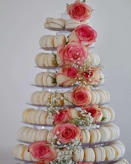 83- Que tal um bolo diferente para a decoração de noivado? Fonte: Cheff Ione Cavalli