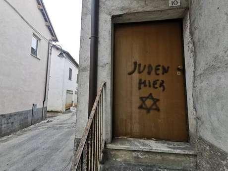 Pichação antissemita na casa do filho de uma sobrevivente do Holocausto na Itália