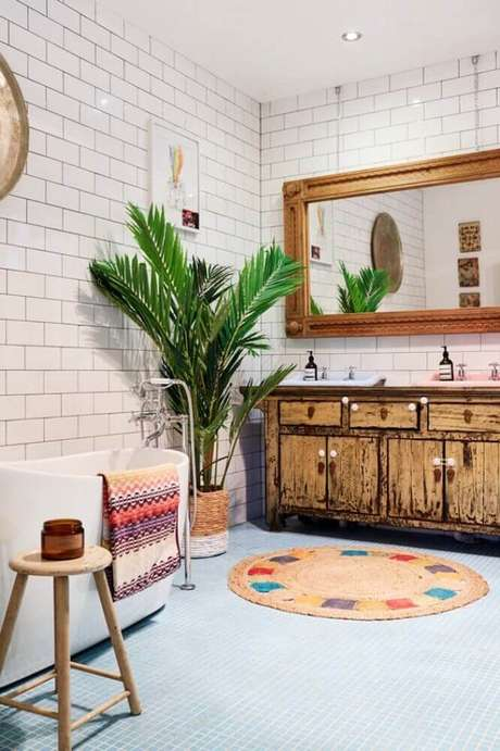 10. O tapete redondo para banheiro precisa ter antiderrapante para evitar acidentes – Foto: ArchZine