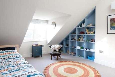 22. Decoração com tapete redondo para quarto de solteiro – Foto: Quartet Architecture