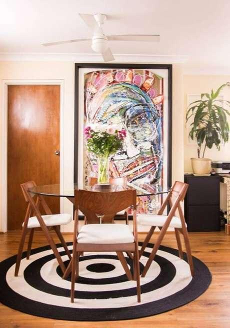 28. O tapete redondo para sala de jantar precisa ser grande o suficiente para acomodar todas as cadeiras – Foto: Pinterest