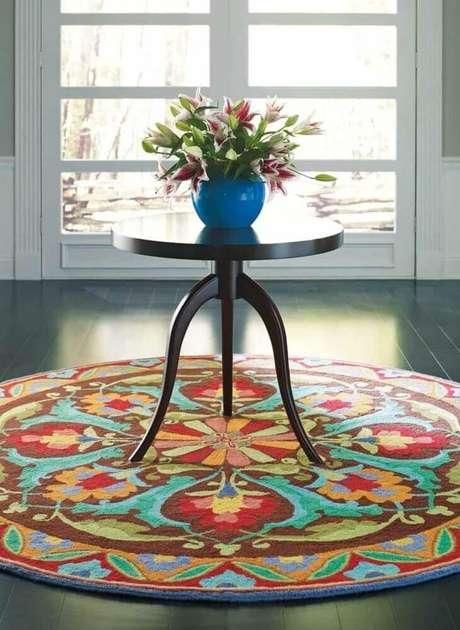 1. O tapete redondo é super charmoso e pode ser usado em diversos ambiente – Foto: Pinterest