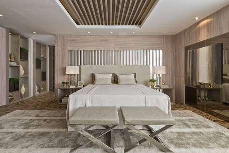 14. Modelos de quarto de casal amplo e moderno decorado em cores neutras – Foto: Revista VD