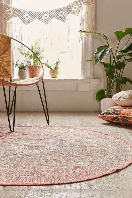 47. Decoração com tapete redondo para ambiente com estilo hippie – Foto: Pinterest