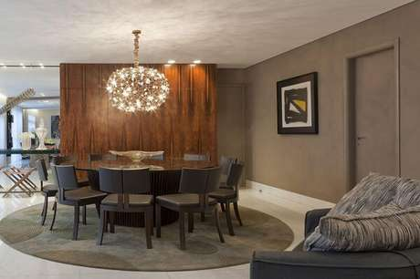 67. Mesa de vidro e tapete redondo para sala de jantar – Projeto por Gislene Lopes