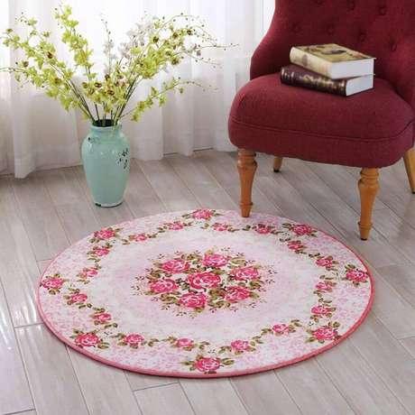 8. O tapete redondo com flor é garantia de uma decoração mais delicada e com toques de feminilidade – Foto: AliExpress
