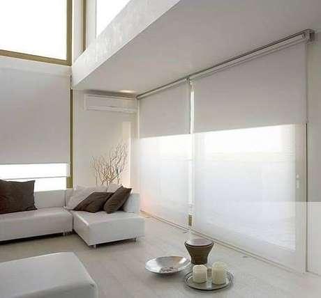47. Persianas para sala de estar branca – Via: Pinterest