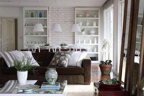 4. Persianas para sala de estar com cores neutras – Projeto: Caroline Gabriades