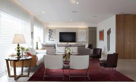 7. Persianas para sala de estar neutra – Projeto: Deborah Roig