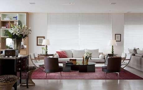 8. Persianas para sala de estar moderna – Projeto: Deborah Roig
