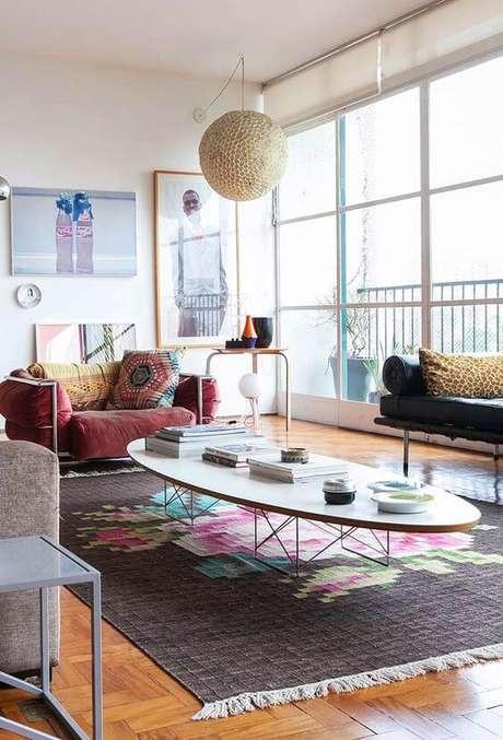 30. Persianas para sala de estar colorida – Via: Decor fácil