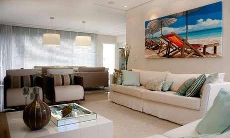 12. Persianas para sala de estar com tons neutros – Projeto: Jualiana Pippi