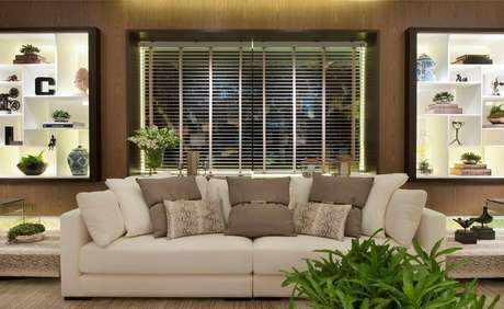 18. Persianas para sala de estar clean e sofisticada – Projeto: Quitete Faria