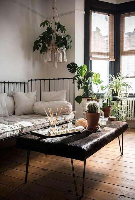 41. Persianas para sala de estar moderna com cactos – Via: Decor fácil
