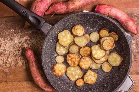 Aprenda como fazer batata-doce de formas mais gostosas