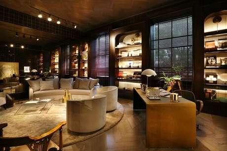 76. O sofá e tapete redondo transforma a decoração desse ambiente – Fonte: Casa Cor 2016
