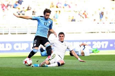 Jovem Matias Viña tem passagem pelas seleções de base e principal do Uruguai (Foto: Divulgação)