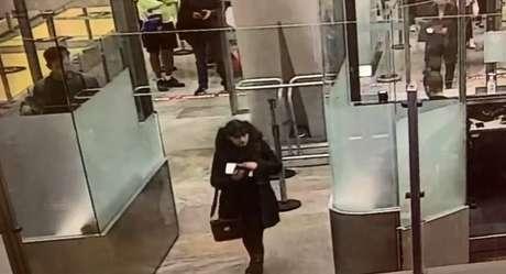 Estela viajou de São Paulo para o aeroporto de Barajas, em Madri, mas não tomou o voo de conexão para a casa da mãe, na Espanha. Polícia teria encontrado pertences da jovem no aeroporto