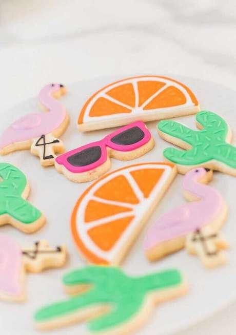 14. Ideia de biscoitos personalizados para festa flamingo tropical – Foto: Pensamento Criativo