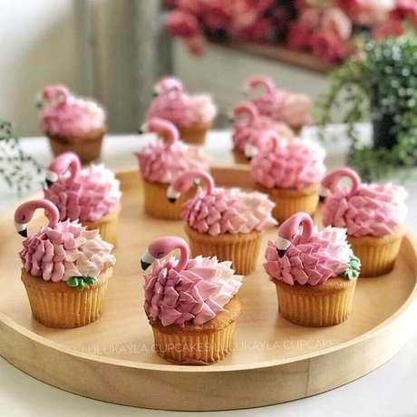 27. Lindos cupcakes decorados para festa tema flamingo – Foto: Lulukayla Cupcake