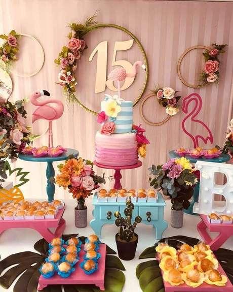 1. A festa de aniversário flamingo é um dos temas mais pedidos para festa – Claudia Ferreira – No Quintal Festa