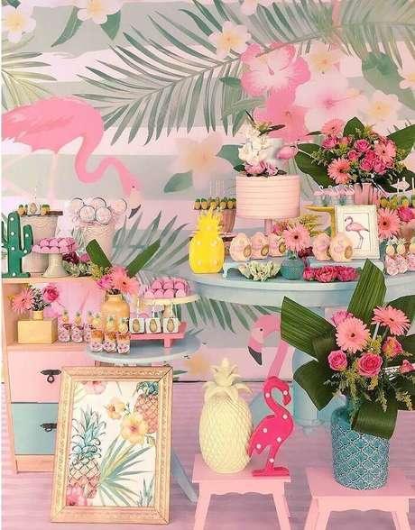 52. Festa flamingo e abacaxi decorada em tons de rosa e azul claro super delicada – Foto: Atelier Festejar por Mariana & Ana Cecilia
