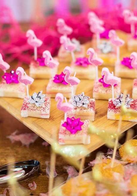 59. Docinhos para festa de aniversário de flamingo infantil – Foto: Pinterest