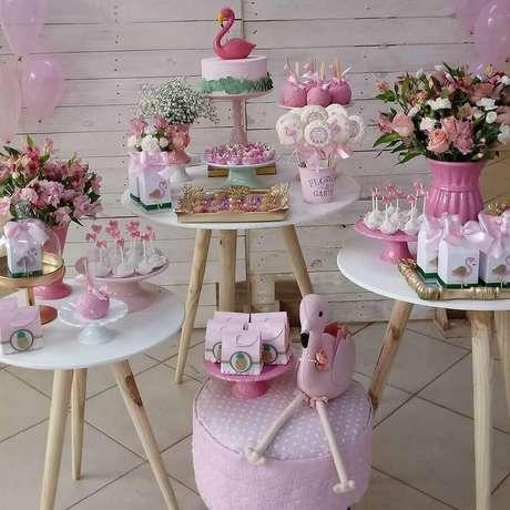 67. Decoração de festa flamingo simples em tons de rosa – Foto: Dani Allegretti