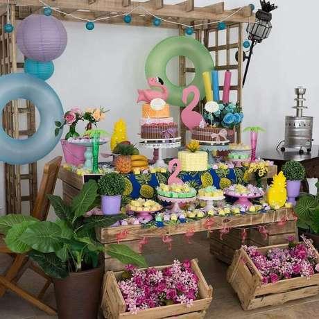 76. Festa flamingo simples com decoração rústica – Foto: Mesas Personalizadas