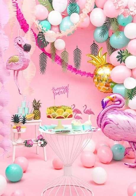 3. O rosa é a cor principal usada na decoração de festa flamingo – Foto: PartyBox