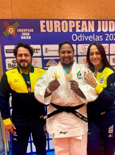 Beatriz Souza com a medalha de ouro (Foto: Reprodução/CBJ)