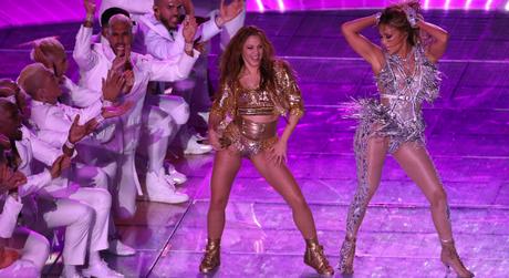Shakira e Jennifer Lopez (Foto: Divulgação/Versace)