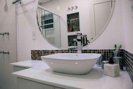 77. Espelho para banheiro clean com espelho redondo. Projeto de Danielle David