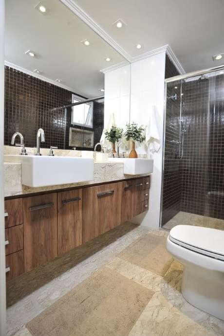 65. Banheiro de casal com espelho para banheiro grande horizontal. Projeto de Ana Cristina Nigromalta