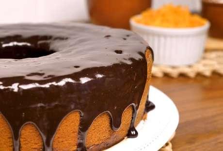 Aprenda 10 coberturas de bolo de cenoura diferentes