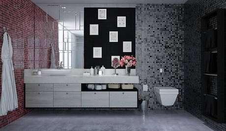 14. Os espelhos para banheiro decorativos deixam o ambiente mais moderno e interessante. Projeto por Marel