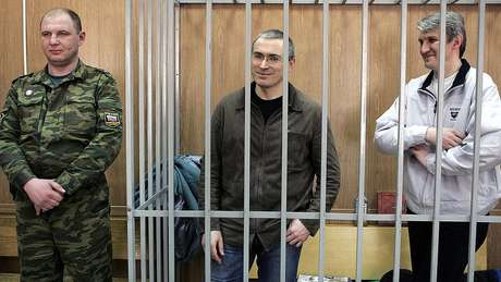 Mikhail Khodorkovsky e Platon Lebedev cumpriram dez anos de prisão na Rússia.