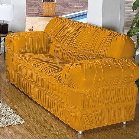 6. Modelo de capa de sofá amarelo com elástico. Fonte: Pinterest