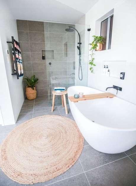 52. Cerâmica para banheiro moderno – Via: Casa e Jardim