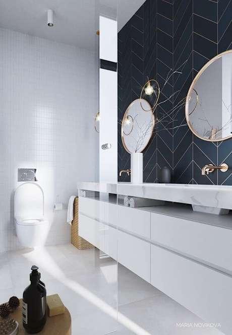 53. Cerâmica para banheiro azul e dourado – Via: Pinterest
