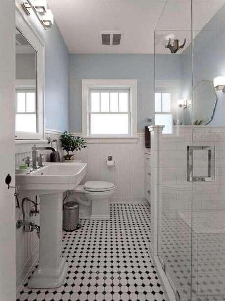 19. Piso cerâmico para banheiro combina com a cor das paredes.