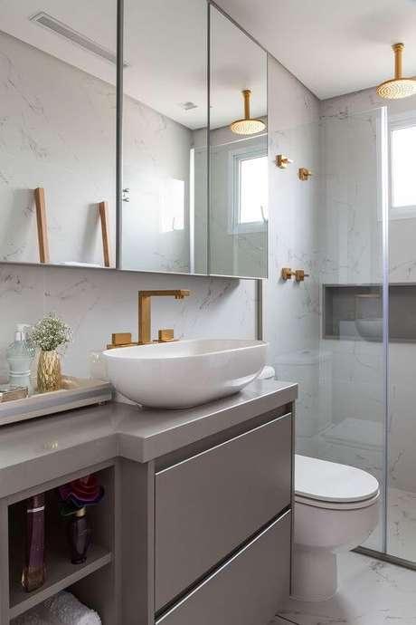 36. Cerâmica para banheiro com armário cinza – Foto: Casa de Valentina