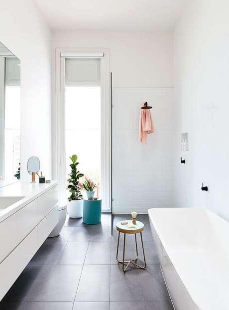 41. Cerâmica para banheiro neutro – Foto: Katrina Lee Chambers