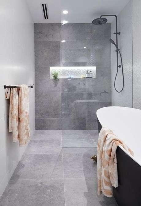 43. Cerâmica para banheiro cinza e neutro – Via: Home Sto Love
