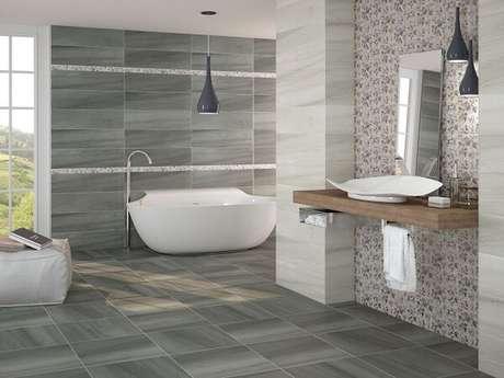 8. Cerâmica para banheiro no piso e na parede.