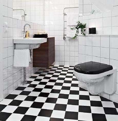 16. Cerâmica para banheiro com ladrilhos em branco e preto.