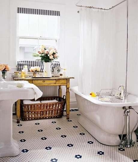 23. Revestimento para banheiro em estilo vintage.