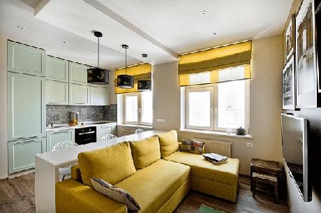 33. Decore a sala de estar com sofá amarelo. Fonte: Bricolage e Decoração
