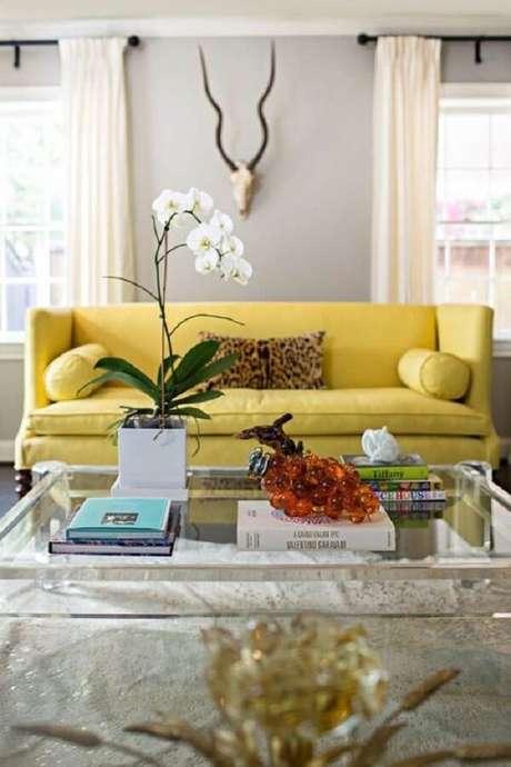 1. Modelo de sofá amarelo para sala de estar. Fonte: Pinterest