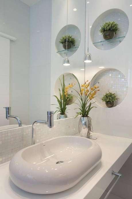 65. Todo o banheiro possui um design moderno, essa cuba para banheiro se encaixou perfeitamente. Projeto por Aquiles Nicolas Kilaris